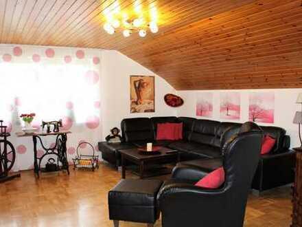 Dachgeschosswohnung mit Loggia und schöner Einbauküche