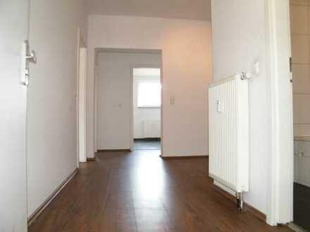 Attraktive und gut geschnittene Wohnung inkl. neuer Einbauküche. Auch WG geeignet!