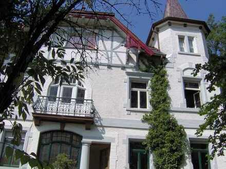 Liebhaber für EG. Wohnung in denkmalgeschützter Villa gesucht.