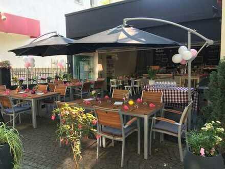 Schönes Restaurant / Café in der Fußgängerzone
