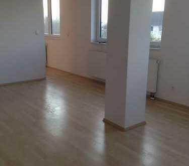 Schöne 2-Zimmerwohnung mit Wohlfühlbad und EBK in zentraler Lage !