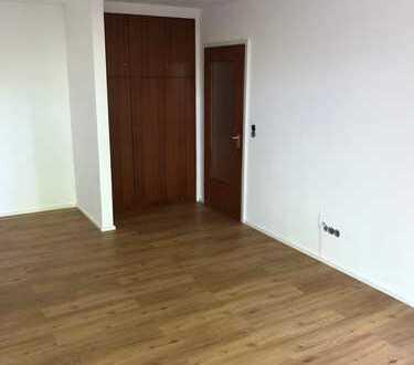 Sanierte 1-Zimmer-Wohnung mit Balkon und EBK im Domviertel Augsburgs