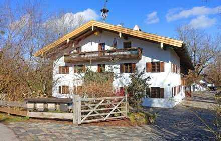 BESONDERS wohnen: Kernsanierte Baurnhofhälfte in idyllischer Lage