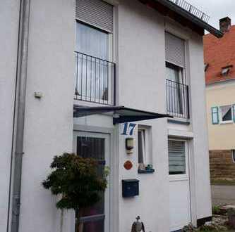 Top gepflegtes Reihenmittelhaus Bj.1999 mit EBK, Terrasse und Einzelgarage in 71139 Ehningen