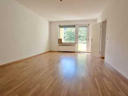 Helle 4- Zi.-Wohnung in gepflegter Wohnanlage in Eschborn!