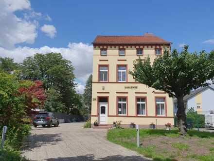 Haus mit zentrumsnaher Grünlage und zusätzlichen Bauland