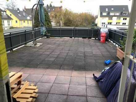 Schöne, geräumige, helle drei Zimmer Wohnung mit gr. Dachterasse in Köln, Höhenhaus