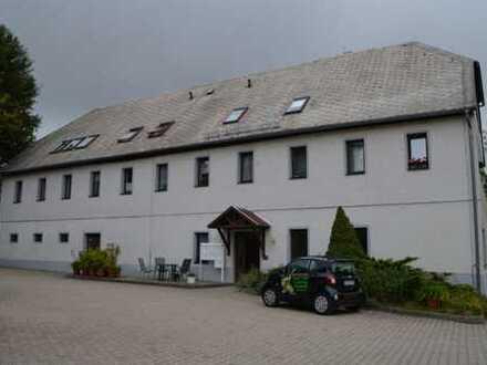 Wohnen auf einem Vierseitenhof 3-Zimmer Erdgeschosswohnung in Oberschöna