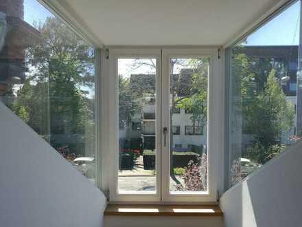 Altbauvilla - Stilvolle, neuwertige 4-Zimmer-Loftdachgeschosswohnung mit Einbauküche in Wiesbaden