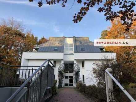 IMMOBERLIN: Toplage & -haus! Vermietete Wohnung mit Loggia, Terrasse & Garage