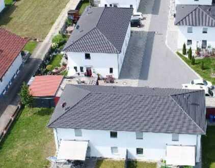 Energieeffiziente Doppelhaushälfte mit Garage und Garten