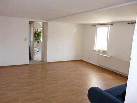 gemütliche kleine DG-Wohnung mit EBK