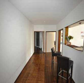 Auffallend schön gestaltete Wohnung mit viel Raum und Licht!