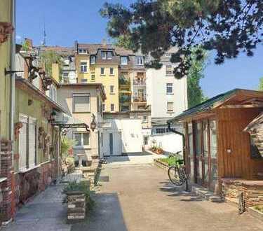 Neuwertige 2-Zimmer-Wohnung im Hinterhaus mit *Lichthof*   ca. 85 qm²