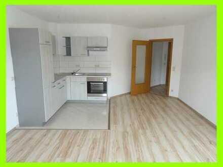 Moderne Single-Whg im 1.OG - Einbauküche - Überdachte Dachterrasse - Bad mit Wanne Dusche u. Fenster