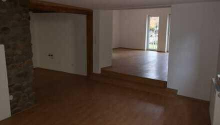 Renovierte, geräumige, 3,5 Zimmer EG Wohnung mit Balkon in Loffenau