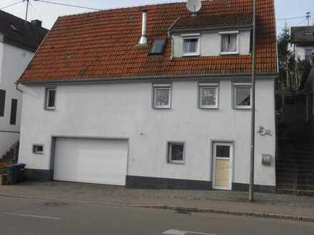 Schönes, geräumiges Haus mit drei Zimmern und scheune in Esslingen (Kreis), Aichtal
