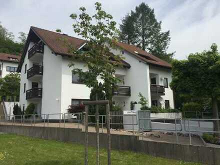 3-Zimmer-Maisonette-Wohnung mit 3 Balkons, EBK, Fußbodenheizung, offenem Kamin