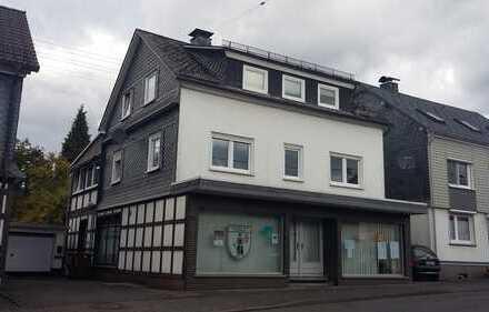 Hilchenbach Müsen: Modernisiertes, solides, geräumiges Haus mit zwei Wohnungen und Büroräumen!