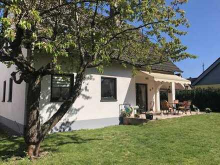 Traumhaftes Einfamilienhaus auf einem sonnigen Grundstück und eigener Einfahrt ++ von privat ++