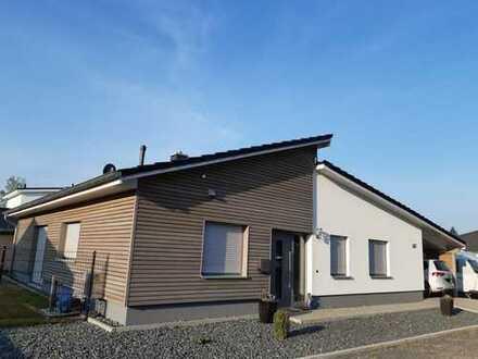 Neuwertiger Bungalow mit drei Zimmern und EBK im Wochenendhausgebiet am Bernsteinsee