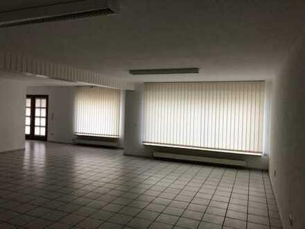 Büro- od. evtl. Verkaufsfläche in zentraler Lage zum günstigen Preis ab 01.04.2020