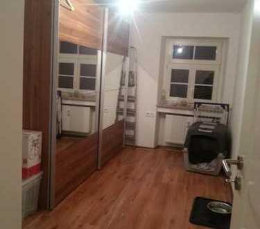 20 qm Zimmer (nicht möbliert) in 105 qm Wohnung zu vergeben!