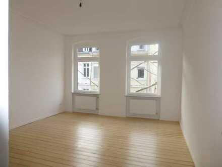 Komplett sanierte 5,5 ZKB mit original Dielenböden, Balkon und Wohnküche in stilvollem Altbau!