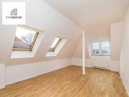 Provisionsfrei und frisch renoviert: Ruhige Singlewohnung im Dachgeschoss