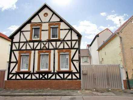 Charmantes Einfamilienhaus in zentraler Lage mit Gestaltungspotenzial und viel Platz zum Wohnen