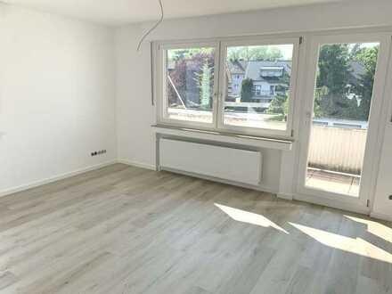 Helle komplett sanierte 3-Zimmer Wohnung mit Balkon in Rhein-Nähe, Zentrale Lage