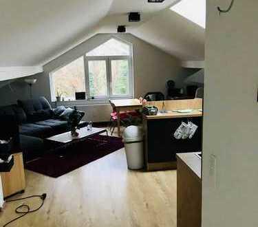 Modernes 2-Zimmer-DG in ruhiger Waldrandlage in Seeheim mit Blick auf die Bergstraße