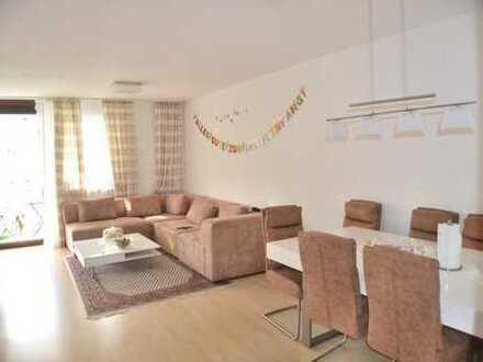 Stilvolle, modernisierte 3-Zimmer-Wohnung mit Balkon und neue EBK in Germering