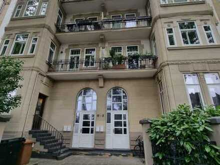 Seltene Altbauwohnung mit 2 Balkonen sucht neuen Mieter