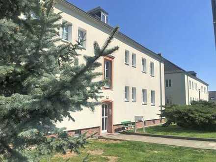 Ruhige neu sanierte Wohnung mit großem Gartengrundstück !!