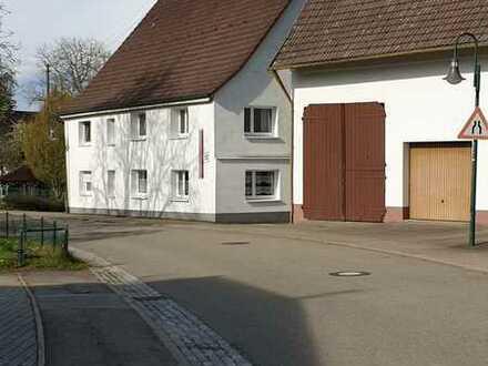 Schönes, geräumiges Haus mit sieben Zimmern in Dornhan mit Ausbaumöglichkeit und Scheune