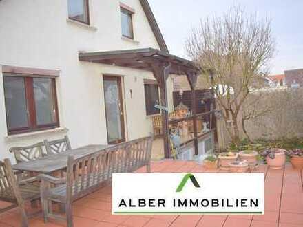 Renovierte Doppelhaushälfte mit 6 Zimmer und Gewerbeeinheit in Bondorf