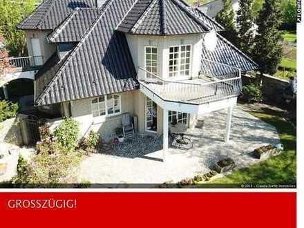 Mondäne Villa mit Einliegerwohnung in Alt-Meererbusch!