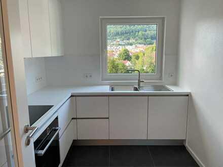 Vollständig renovierte, freundliche Wohnung mit 3,5 Zimmern, Einbauküche und Balkon in Albstadt