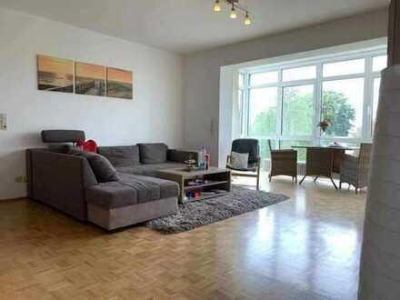 Stilvolle, geräumige 2-Zimmer-Wohnung mit Balkon und EBK in Frankfurt am Main (Stadtteil Hausen)