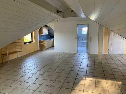 Gepflegte 3-Raum-Dachgeschosswohnung mit Einbauküche in Kleinheubach