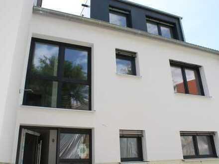 Neubau mit EBK, Terrasse, Garten, Fernsicht: stilvolle 4-Zimmer-Erdgeschosswohnung in Tübingen