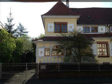 Tolle Stadtvilla mit parkähnlichem Garten, für Paare oder eine kleine Familie.