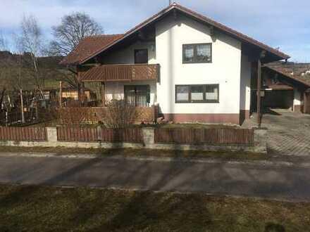 Schöne, helle viereinhalb Zimmer-Wohnung mit Terrasse, Garten und EBK in Ruderatshofen