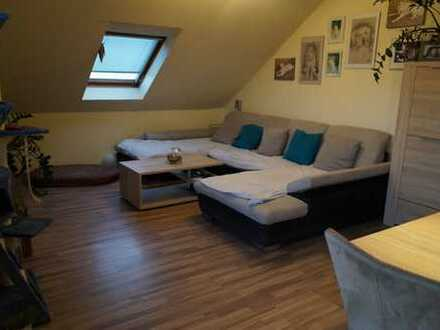 2 Zimmer Dachgeschosswohnung mit Balkon in Lingenfeld
