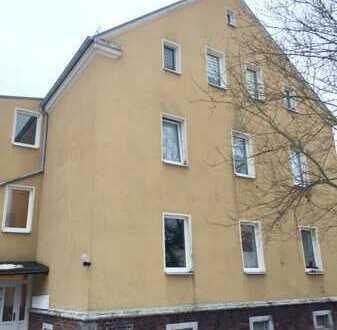 4-RW mit Garage* 12 m² große Süd-Terrasse* 2 Bäder mit DU+WA im 1.OG eines Wohnhauses in Oelsnitz