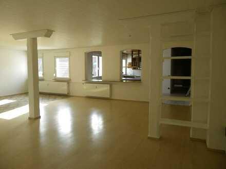 Schöne, geräumige drei Zimmer Wohnung in Walldorf