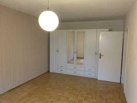 Gepflegte 3-Raum-Hochparterre-Wohnung mit Balkon und Einbauküche in Wiesbaden