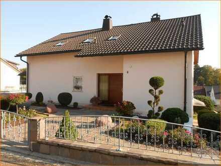 Top gepflegtes Zweifamilienhaus in ruhiger Wohnlage in Laufenburg