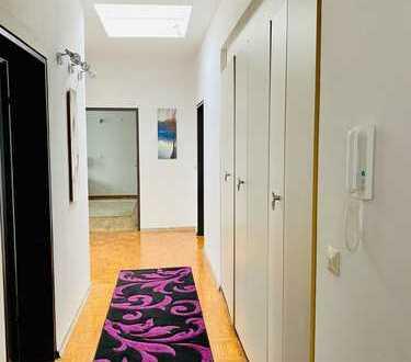Großzügige-Attraktive Wohnung *möbliert* mit Terrasse!*Ab 02/2020*